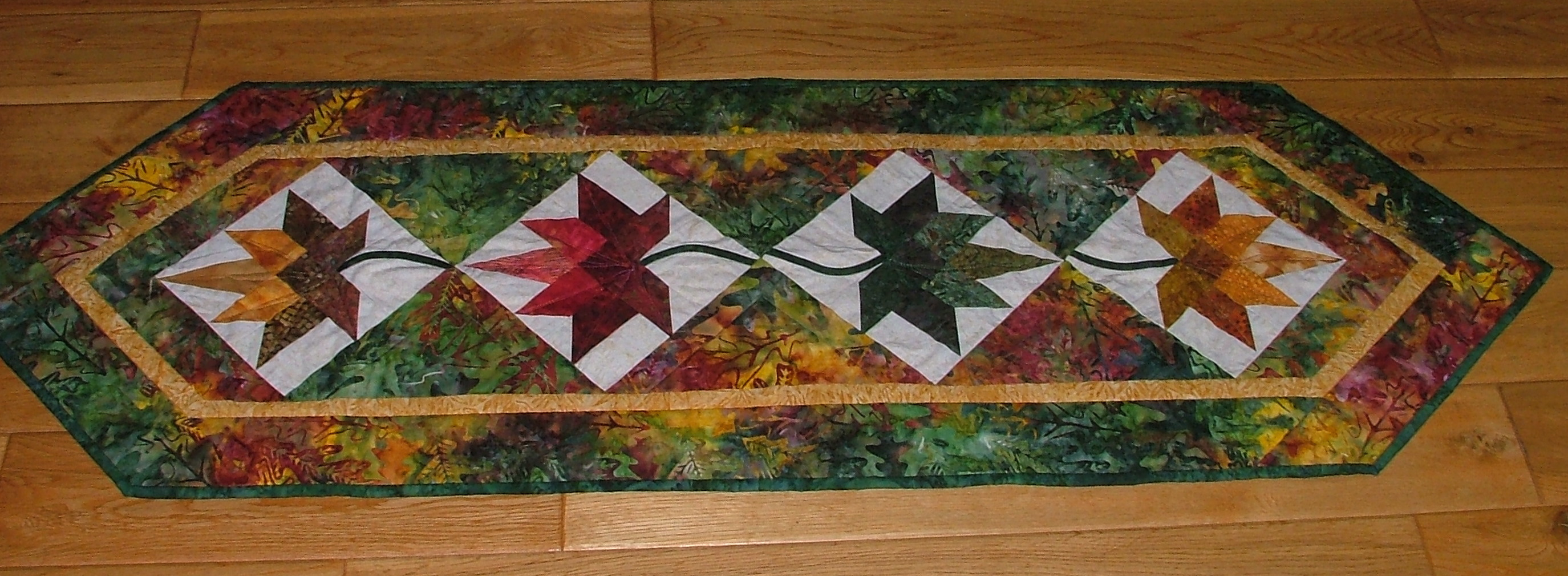 Maple Leaf Quilt Pattern Table Runner : MAPLE LEAF TABLE RUNNER Portsmouth Fabric Co